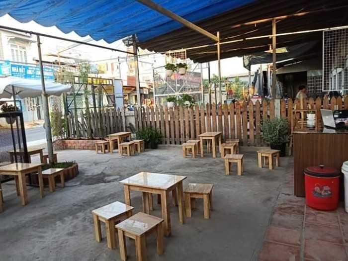 Mẫu bàn ghế gỗ không tựa lưng cho quán cafe vỉa hè
