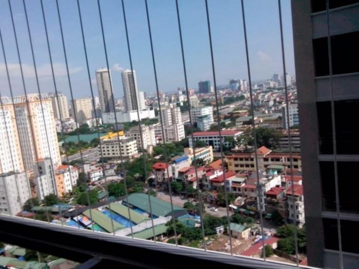 Có nên lắp lưới an toàn ban công, cửa sổ căn hộ chung cư cao tầng?