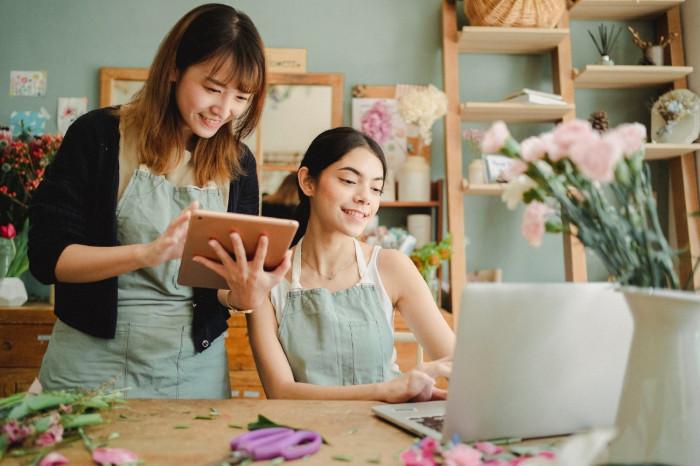 Nên kinh doanh hoa tươi online hay thuê mặt bằng mở cửa hàng kinh doanh hoa tươi?