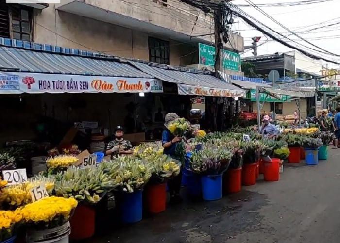 Chợ đầu mối hoa Đầm Sen