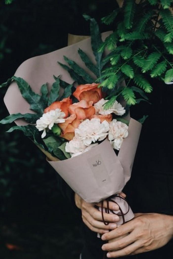 Giấy gói hoa màu nâu