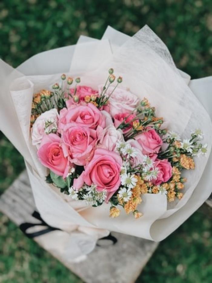 Giấy gói hoa màu trắng