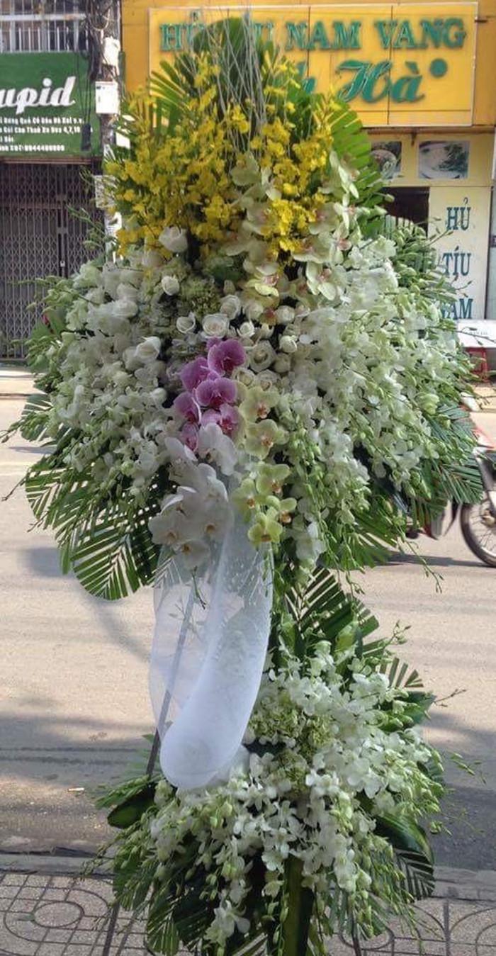 Chọn hoa phúng viếng