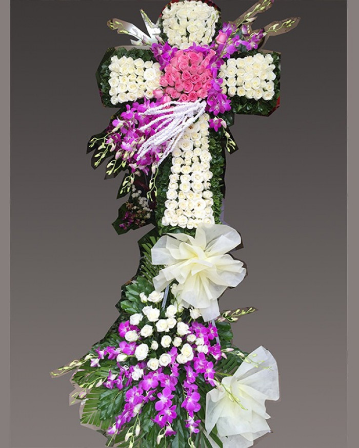 Vòng hoa tang lễ hình thập giá