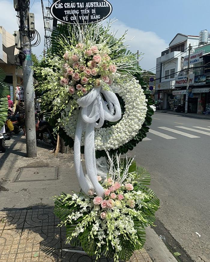 Vòng hoa viếng đám tang công giáo hình tròn
