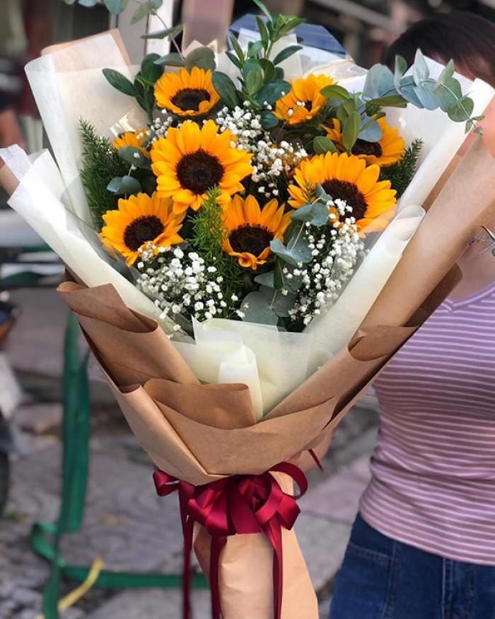 Mẫu hoa tri ân các bà mẹ Việt Nam anh hùng
