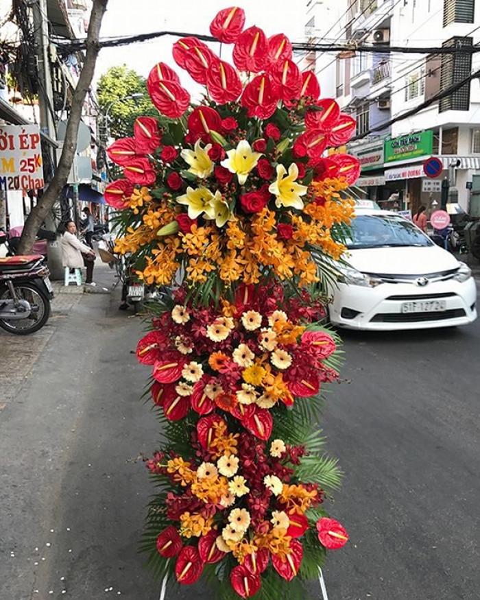 Kệ hoa tươi chúc mừng 3 tầng đẹp tông màu rực rỡ, chúc mừng lực lượng Công an nhân dân nhân ngày 19/8