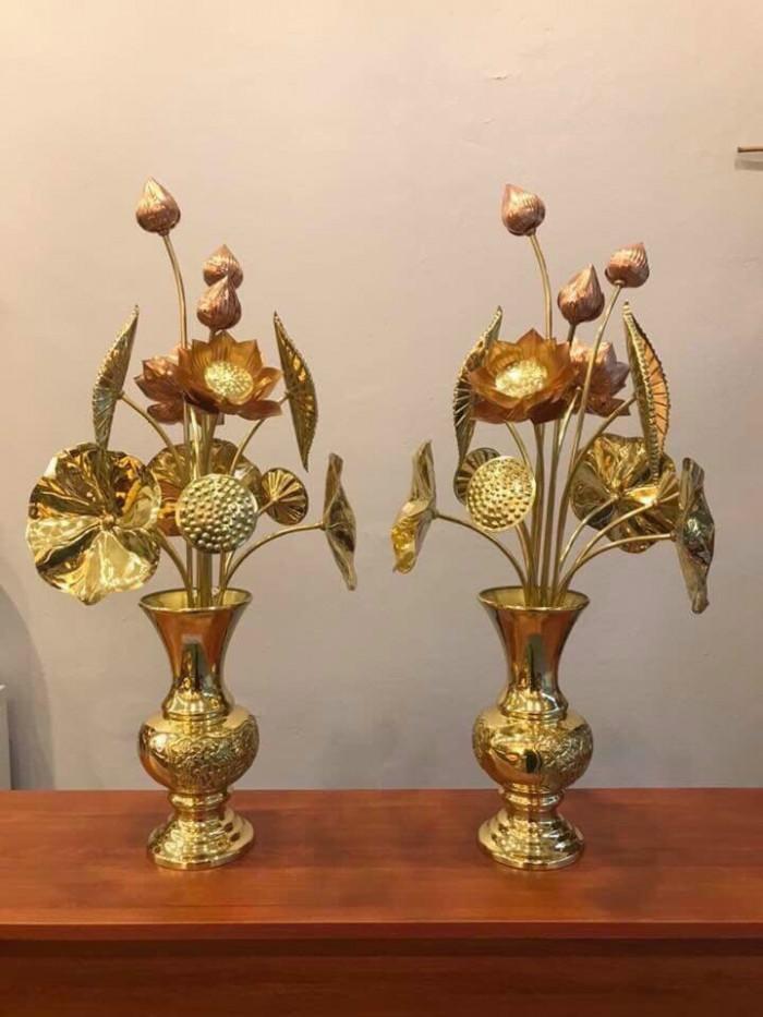 Cặp bình sen vàng