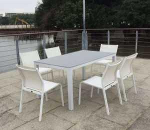 Những mẫu bàn ghế cafe sân vườn ngoài trời đẹp, giá rẻ
