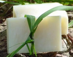 Xà bông tắm dừa: tắm đúng cách để có làn da khỏe đẹp hơn